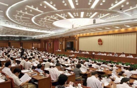 李克强主持召开国务院常务会议 确定推行终身职业技能培训制度的政策措施等
